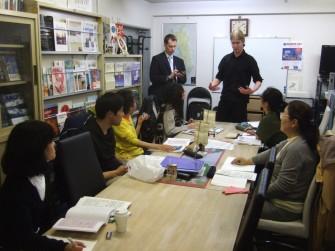 Mika君(左はユハ、火曜上級講座で)