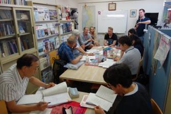 フィンランド協会事務局内の授業スペース(2つのテーブルに16人程度座れます)